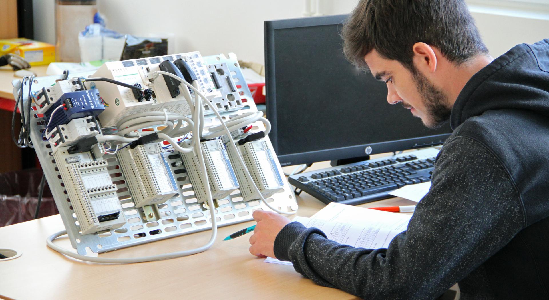 analyste programmeur en automatisme et informatique industrielle